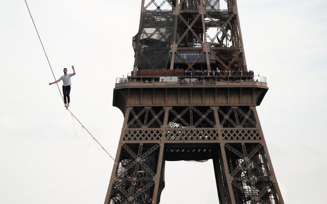 French acrobat Nathan Paulin walks on a slackline between the Eiffel Tower and the Theatre National de Chaillot as part of events around France for National Heritage Day in Paris, France, September 18, 2021. REUTERS/Benoit Tessier
