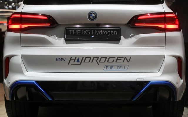 BMW iX5 Hydrogen is seen during Munich Auto Show, IAA Mobility 2021 in Munich, Germany, Sept 8, 2021. REUTERS