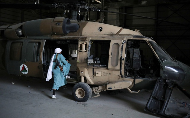 A Taliban soldier enters a helicopter at Bagram Air Base in Parwan, Afghanistan, September 23, 2021. WANA (West Asia News Agency) via REUTERS