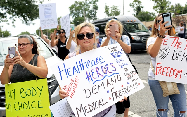 Demonstrators gathered for an anti-vaccine-mandate protest in front of the Staten Island University Hospital in Aug 16, 2021. Monday is the COVID-19 vaccination deadline for New York State health care workers. Thousands of refusers have failed to meet it. Yana Paskova/The New York Times