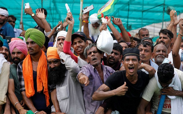 People shout slogans during a Maha Panchayat or grand village council meeting as part of a farmers' protest against farm laws in Muzaffarnagar in the northern state of Uttar Pradesh, India, September 5, 2021. REUTERS