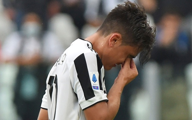 Football - Serie A - Juventus v Sampdoria - Allianz Stadium, Turin, Italy - September 26, 2021 Juventus' Paulo Dybala looks dejected as he is substituted after sustaining an injury REUTERS/Massimo Pinca