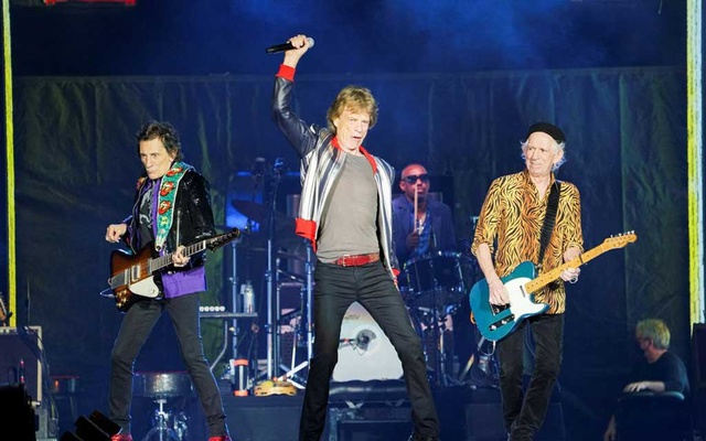 The Rolling Stones kick off their US tour, a month after the death of drummer Charlie Watts, in St Louis, Missouri, US September 26, 2021. REUTERS/Lawrence Bryant
