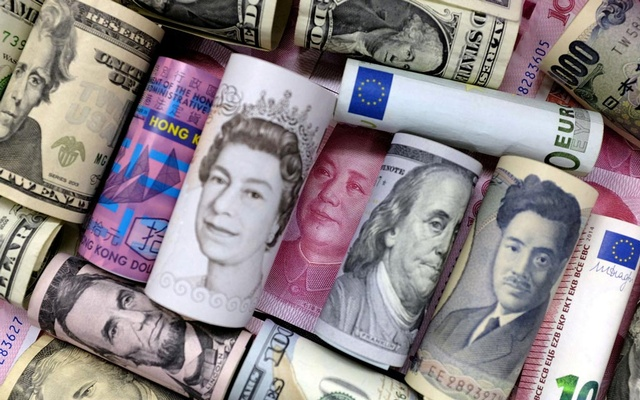 Euro, Hong Kong dollar, US dollar, Japanese yen, pound and Chinese 100 yuan banknotes are seen in this picture illustration, January 21, 2016. Reuters