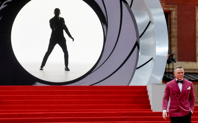 FILE PHOTO: Cast member Daniel Craig poses during the world premiere of the new James Bond film
