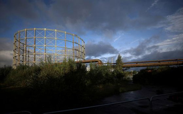 Gas pipes are seen next to a disused gas holder in Manchester, Britain, September 23, 2021. REUTERS/Phil Noble