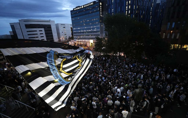 Football - Newcastle United Takeover - St James' Park, Newcastle, Britain - October 7, 2021 Fans react outside the stadium after Newcastle United announced takeover Action Images via Reuters/Lee Smith