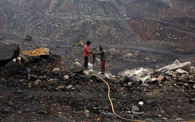 Workers drill at an open cast coal field at Dhanbad district in the eastern Indian state of Jharkhand September 18, 2012. REUTERS/Ahmad Masood