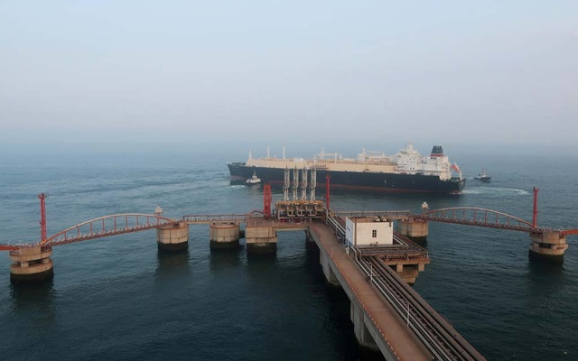 A liquefied natural gas (LNG) tanker leaves the dock after discharge at PetroChina's receiving terminal in Dalian, Liaoning province, China July 16, 2018. Reuters