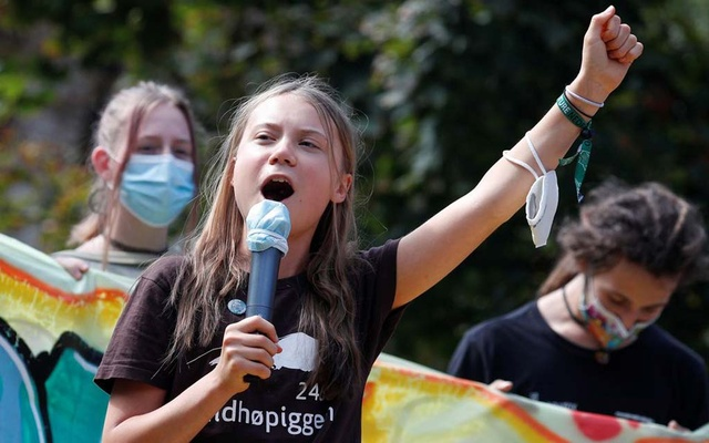 Climate activist Greta Thunberg speaks as she joins students holding a Fridays for Future climate strike while environment ministers meet ahead of Glasgow's COP26 meeting, in Milan, Italy, October 1, 2021. REUTERS/Guglielmo Mangiapane