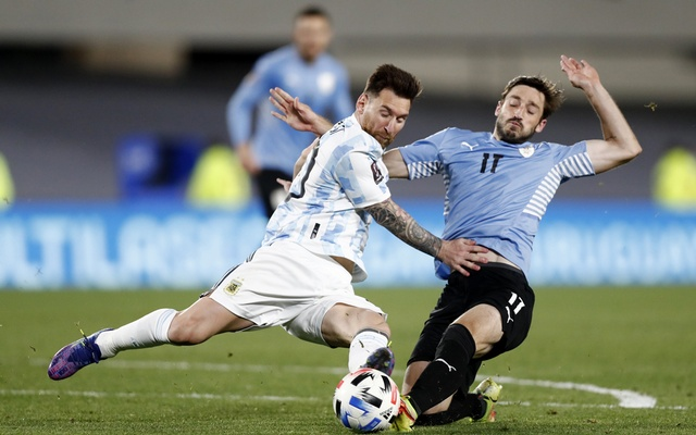 Argentina's Lionel Messi in action with Uruguay's Matias Vina. Football - World Cup - South American Qualifiers - Argentina v Uruguay - El Monumental, Buenos Aires, Argentina - October 10, 2021. REUTERS