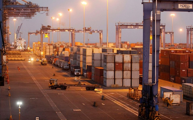 A general view of a container terminal is seen at Mundra Port, one of the ports handled by India's Adani Ports and Special Economic Zone Ltd, in the western Indian state of Gujarat April 1, 2014. REUTERS
