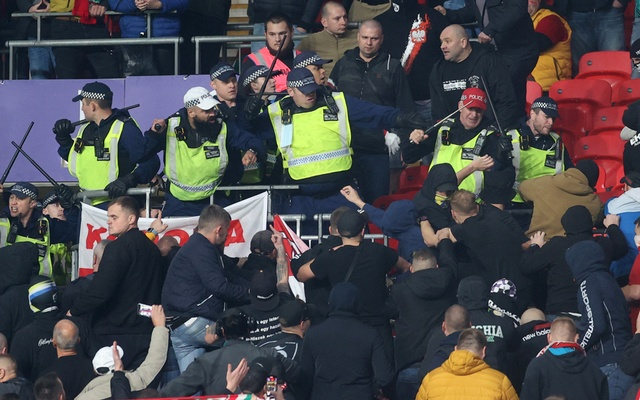 Football - World Cup - UEFA Qualifiers - Group I - England v Hungary - Wembley Stadium, London, Britain - October 12, 2021 Police clash with Hungary fans during the match Action Images via Reuters/Carl Recine