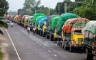 Exports and imports start again after a six-day interval due to Durga Puja. A line of freight trucks stretched about 5 kilometres on Friday, Oct 22, 2021. Photo: Asif Mahmud Ove
