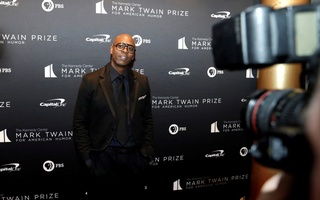 FILE PHOTO: Comedian Dave Chappelle arrives to receive the Mark Twain Prize for American Humor at the Kennedy Center in Washington, US, October 27, 2019. REUTERS/Yuri Gripas/File Photo